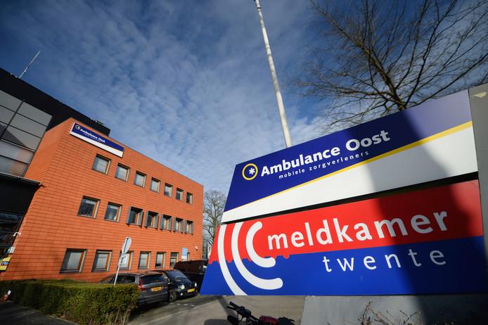 Het crisisteam Twente coördineert vanuit de Meldkamer in Hengelo de coronamaatregelen.