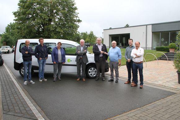 Na eerder de gemeentelijke diensten beschikt nu ook het OCMW van Pittem over een elektrische wagen.