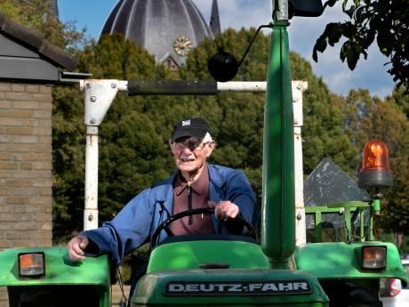 Al tachtig jaar zingen in kerkkoor Lierop en lekker op de trekker: 95-jarige Harrie heeft nog lucht genoeg