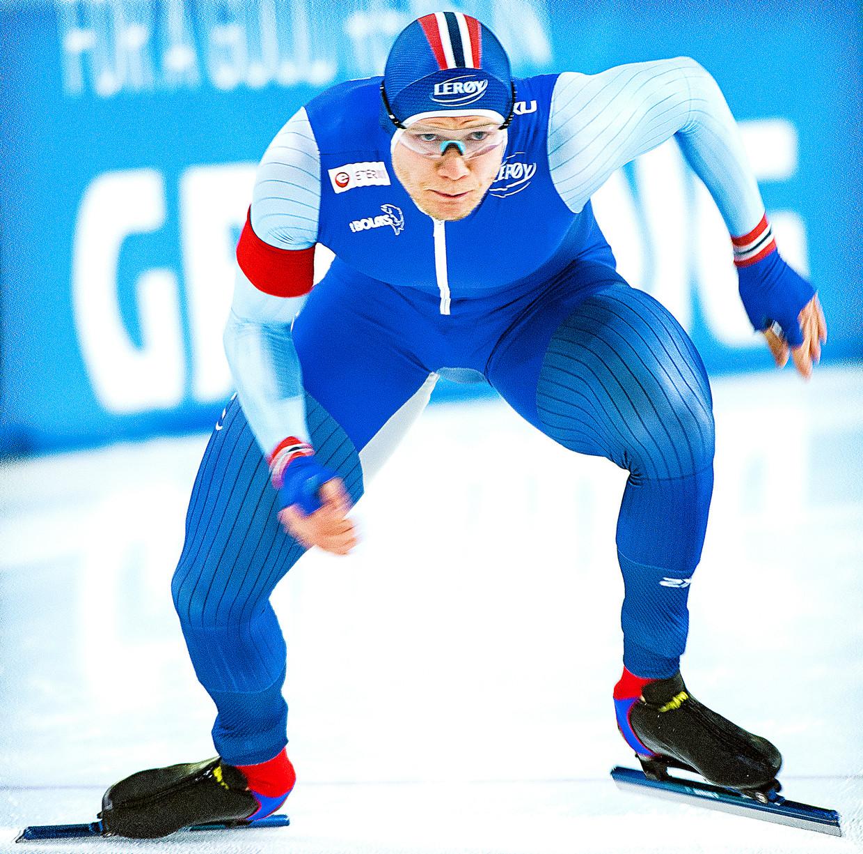 De Noor Håvard Lorentzen aan de start van de 500 meter tijdens een wereldbekerwedstrijd in december 2018 in in Heerenveen. Beeld Klaas Jan van der Weij / de Volkskrant