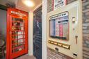 De sigarettenautomaat, zonder sigaretten.