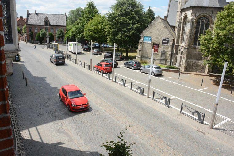 Uit onderzoek blijkt dat de 110 parkeerplaatsen rond de kerk slechts zelden allemaal zijn ingenomen.