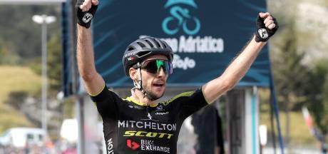Vainqueur en solitaire, Simon Yates fait coup double dans la 5e étape à Sassotetto