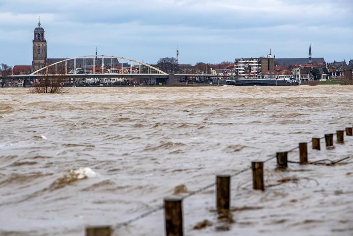 De IJssel bij Deventer vanochtend.