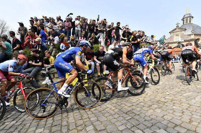 De doortocht op de Muur van Geraardsbergen bij de Ronde van Vlaanderen - dit weekend wordt het nóg zotter.