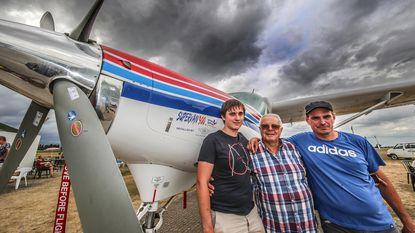 """Piloot dropt zoon en kleinzoon uit vliegtuig: """"Gevaarlijk? Meer blessures met voetballen"""""""