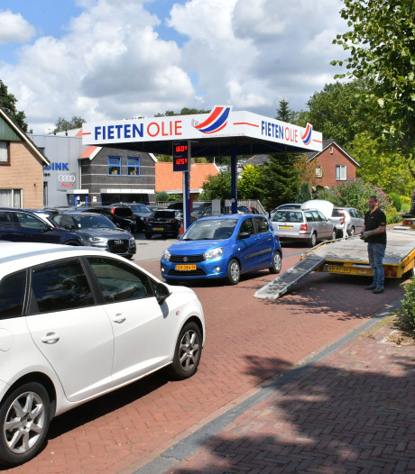 Klanten poepten in tuinen: klachtenregen leidt tot stopverbod bij Vriezenveens autobedrijf