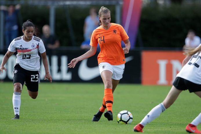 Verdediger Marit Auée van PEC Zwolle gaat met Oranje O18 naar Florida.