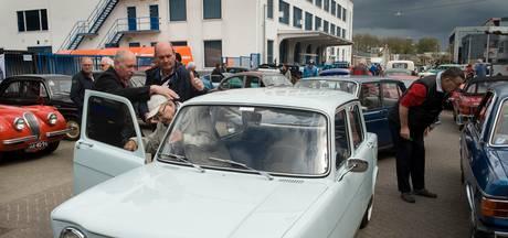 94-jarige maakt ritje in een 'jonkie' uit 1962 in Culemborg