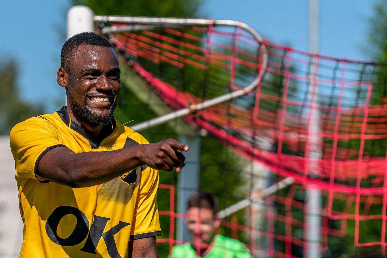 Invaller Boris Kudimbana pikte zijn doelpuntje mee.