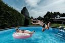Volgens Vitens wordt er te veel drinkwater gebruikt voor de momenteel populaire opzetbaden.