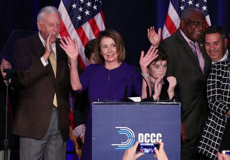 Nancy Pelosi, leider van de Democraten in het Huis van Afgevaardigden, viert de overwinning van de Democraten in het Huis.  Beeld REUTERS