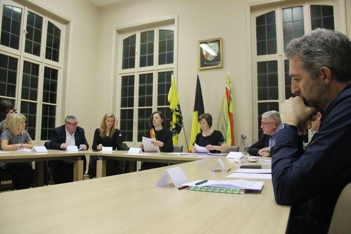 Archiefbeeld - De gemeenteraad in Horebeke.