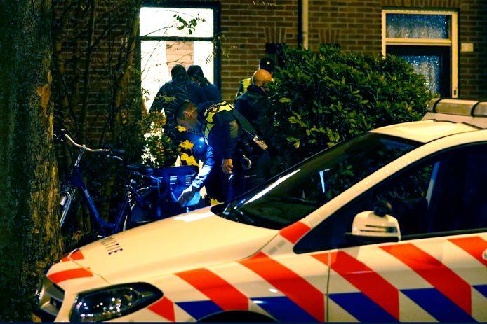 Meteen na de vondst van een zwaargewonde man onderaan zijn trap deed de politie al uitgebreid onderzoek in diens woning.