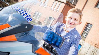 Kinderen gaan als politieagent, brandweerman of ambulancier op communiefoto