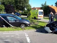 Bestuurder raakt gewond bij botsing in Kootwijkerbroek
