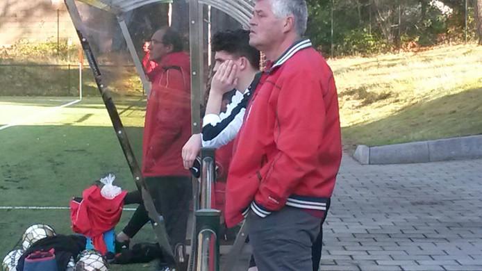 Quick-speler Pim Geuts (wit shirt) kreeg rood wegens het onderuit halen van de doorgebroken Ampa van der Drift.