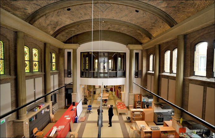 September 2010: in de voormalige kapel van het oude klooster Eymard Ville trok de vmbo-afdeling zorg en welzijn van Metameer in.