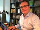 Wethouder Mario Jacobs (GroenLinks), thuis aan het werk.