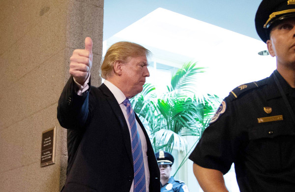 **Trump zwicht en maakt einde aan apart opsluiten kinderen van illegale immigranten**