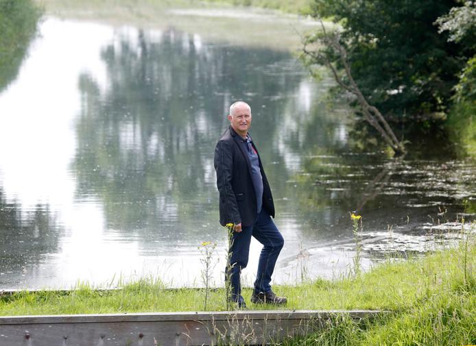 Wim Hendrikse in de omgeving van Axel. foto Camile Schelstraete Axel 20160707 Schrijver Wim Hendrikse;Axel;Nederland