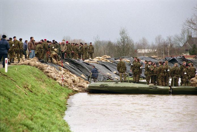 Wellicht de spannendste dag ooit voor de waterschappen in Rivierenland: 1 februari 1995. De dijk in Ochten wankelt.