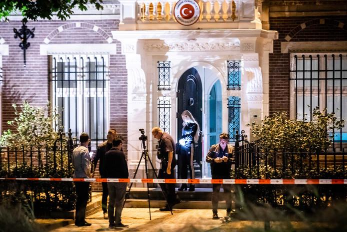 Brand bij Turks consulaat in Amsterdam, mogelijk