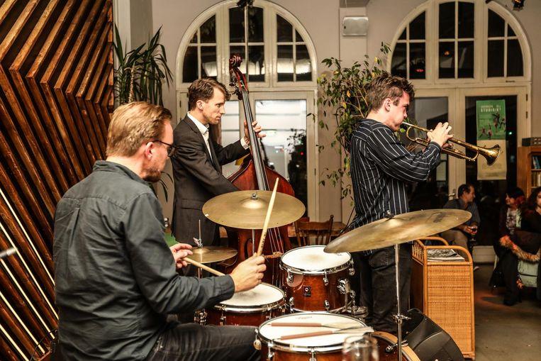 Bij de premiere van My Foolish Heart, in Studio K speelt het Ian Cleaver Trio. Beeld Eva Plevier