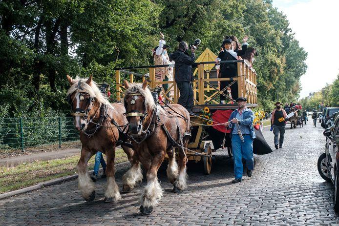 De Reuzenstoet trekt door de straten van Borgerhout.