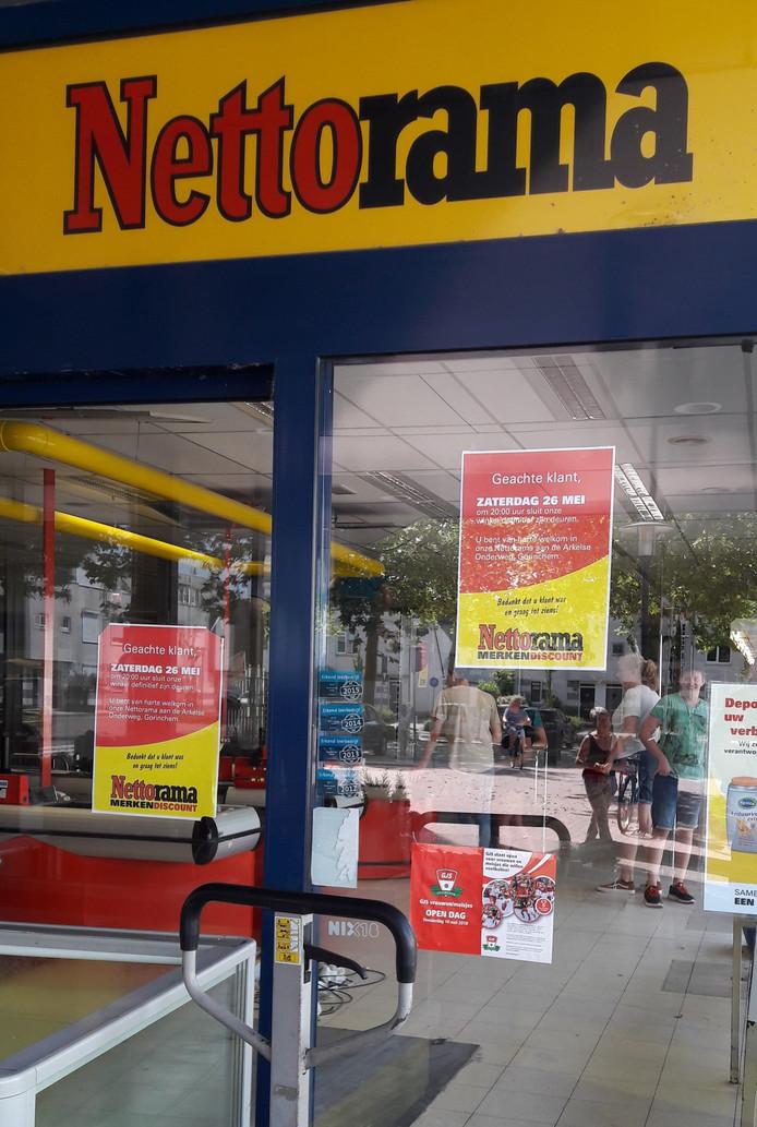 Twee posters op de deur: veel klanten hebben de boodschap totaal over het hoofd gezien.