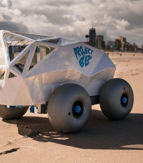Robot ruimt het strand op