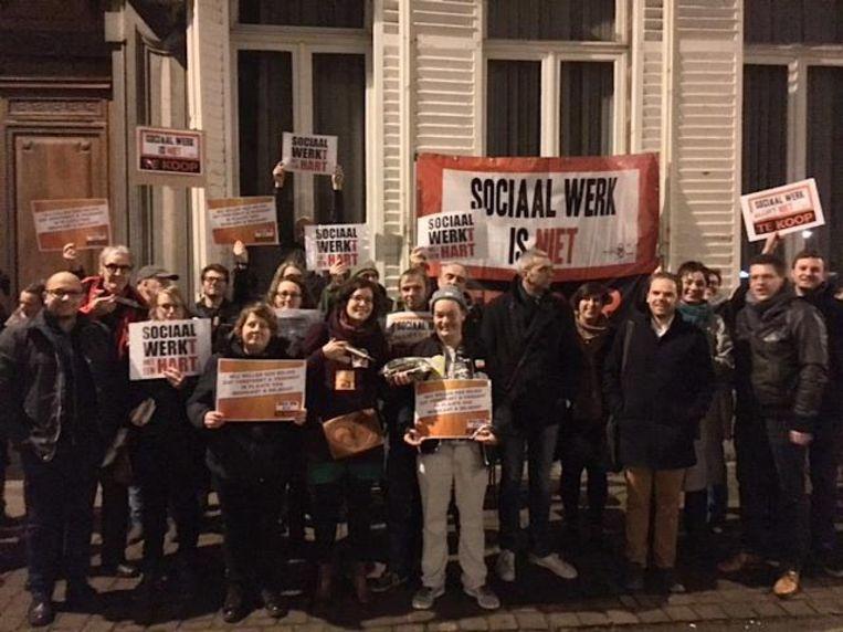 Sp.a, PVDA en SWAN protesteren voor aanvang van de OCMW-raad.