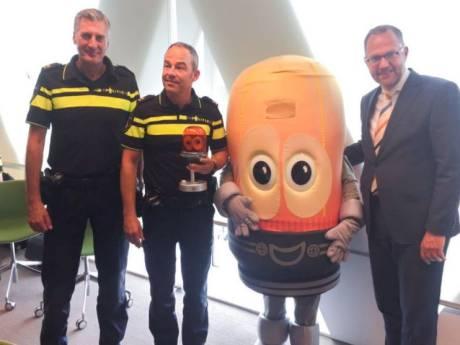 Harm Alarm bokaal voor politie Alphen-Gouda