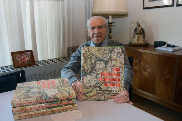 Edmond Reyn heeft het derde luik klaar van zijn trilogie, samen goed voor meer dan duizend pagina's over het ontstaan van de Waaslandhaven.
