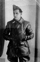 Salomon de Liever gefotografeerd als dienstplichtig militair. Zijn nazaten willen heel graag weten waar de joodse Amersfoorter in de Achterhoek ondergedoken heeft gezeten.