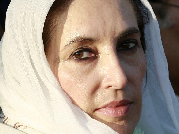 De Pakistaanse oppositieleider Benazir Bhutto bij een verkiezingsbijeenkomst in Rawalpindi in december 2007, kort voordat ze werd vermoord. Beeld reuters