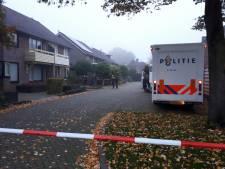 Politie gaat uit van misdrijf bij doden in woning Hengelo, zoon als verdachte aangehouden