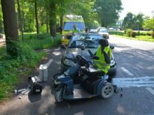 Man op scootmobiel gewond bij aanrijding in Vorden