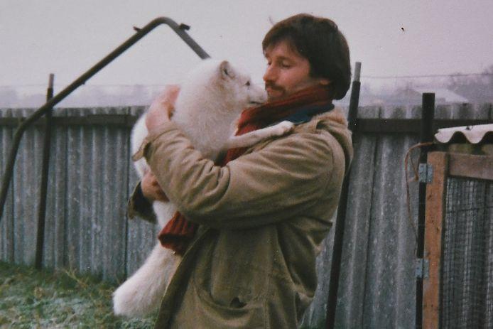 Familiefoto's uit de tijd dat de familie Selten nog een vossenfarm had. Hier Jan Selten met Binky.
