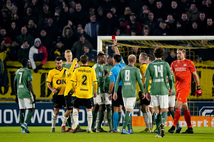 Rood voor Timo Baumgartl van PSV.