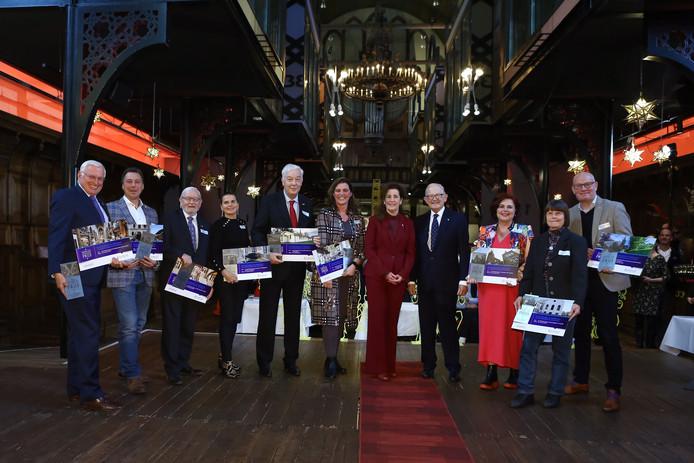 De winnaars werden zaterdag in de Lutherse kerk Bizar-Bazar in Arnhem door Van Vollenhoven en minister Ingrid van Engelshoven in het zonnetje gezet.