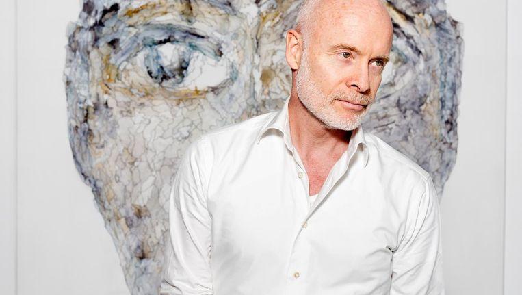 Mart Visser bij zijn werk in Kunsthuis Amsterdam. Vanavond opent daar de eerste van zijn drie grote gelijktijdige solotentoonstellingen Mart Visser 3.0 Beeld Sanne Zurné