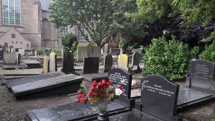 De oude begraafplaats bij Raamsdonk heeft een historisch karakter, maar kan eigenlijk niet meer als begraafplaats gebruikt worden