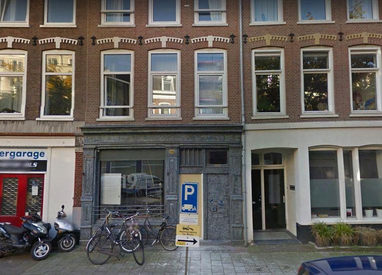 De voormalig pizzeria wordt bezet door een groep jongeren Beeld Google Maps