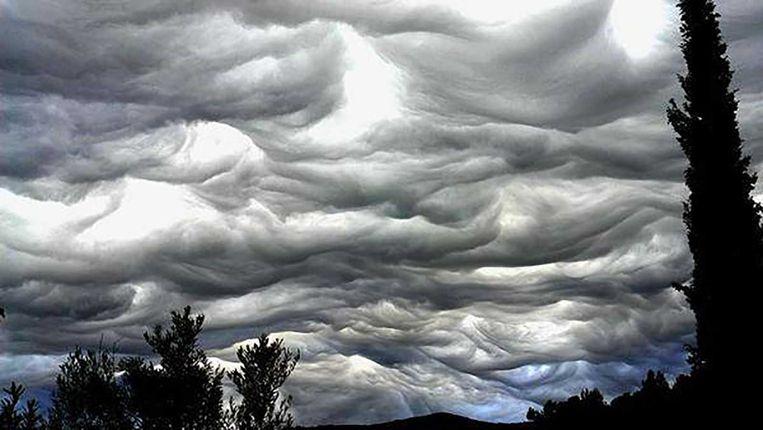 Alsof je een wild golvende zee van onderen bekijkt: de asperitas. Beeld  Cloud Appreciation Society
