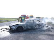 Politie schrikt van 'ontzettend gevaarlijk' gedrag tijdens file door ongeluk op A15: 'Blijf in je auto'