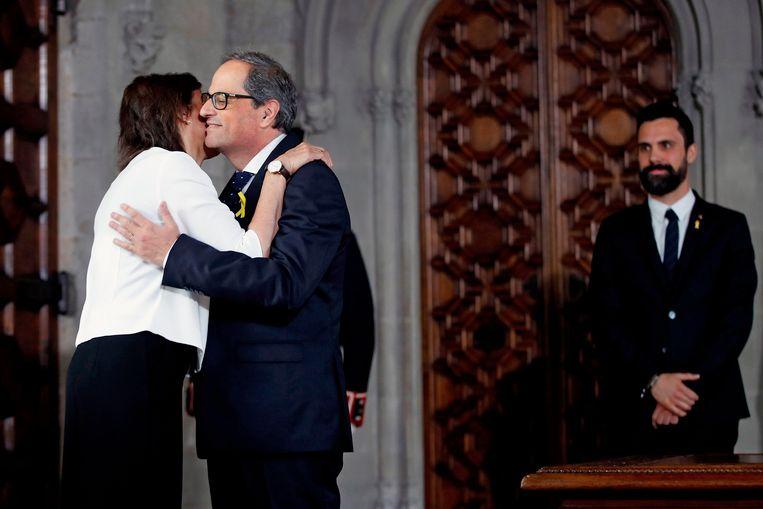 Carola Miro feliciteert haar man Quim Torra, de nieuwe Catalaanse minister-president.