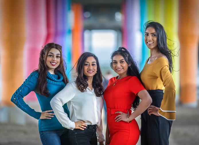 Sjahiena Rahmoe, Farisha Abdoelrahman, Azhaar Ramsaroep en Vanita Hanoeman.
