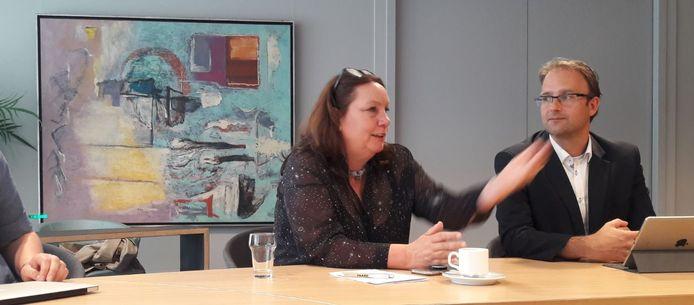 Europarlementariër Agnes Jongerius (PvdA) met naast haar partijgenoot Menno Roozendaal, wethouder in Meierijstad.