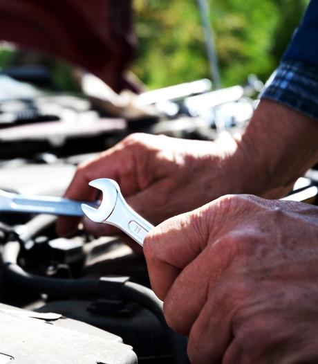 Hendrik (81) werkt als monteur: 'Waarom niet? Werken houdt je geest levend'